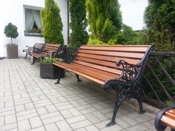 Ławka do ogrodu koronkowa