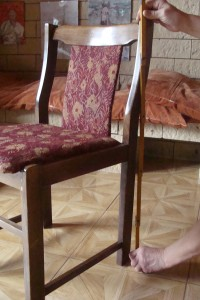 Mierzenie krzesła.