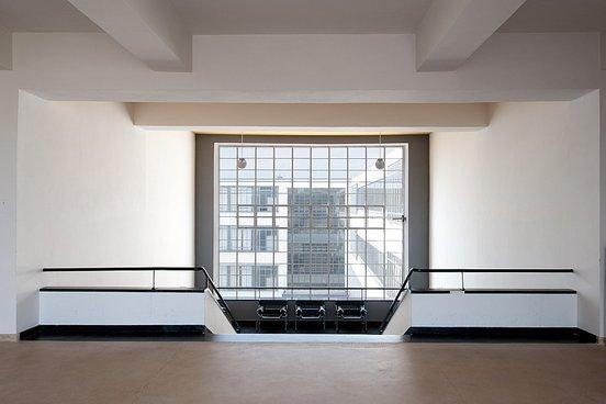 przestronny jasny korytarz