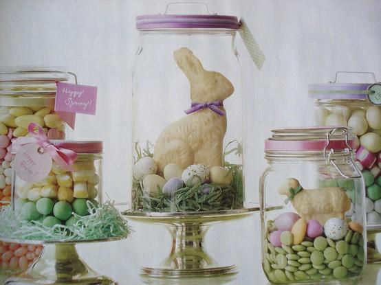 Świąteczne słodycze zamknięte w ozdobnych słojach