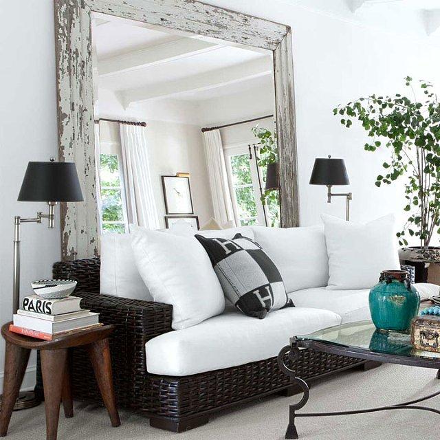 lustro za sofą