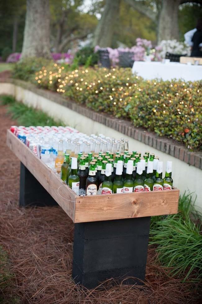 stół z napojami ze strony awesomeinventions.com