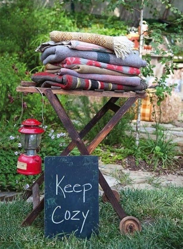 punkt z kocykami znaleziony na homedesigmbiz.com