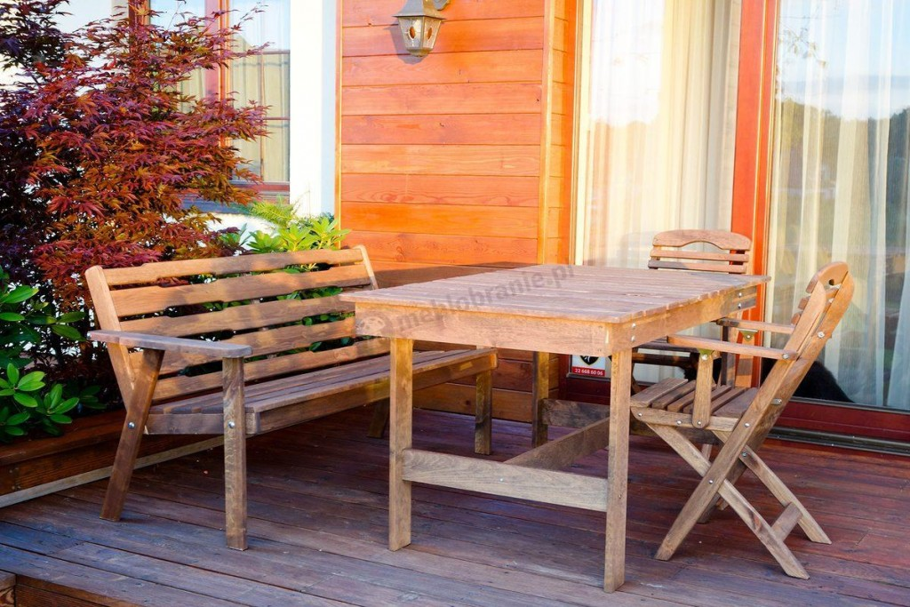 Jak konserwować drewniane meble ogrodowe?