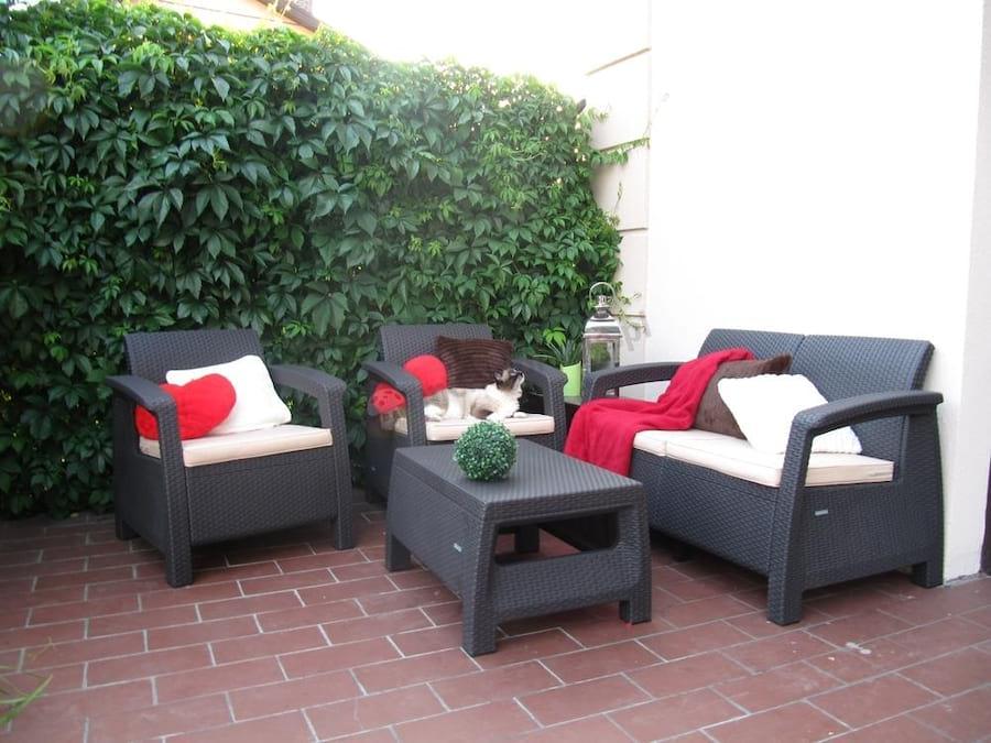 Corfu Set brązowy z poduszkami ecru