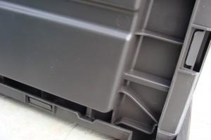 Skrzynia ogrodowa Keter Brushwood Storage Box 455L mocowanie dna2