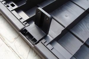 Skrzynia ogrodowa Keter Brushwood Storage Box 455L montaż elementu mocującego wieko