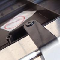 Skrzynia ogrodowa Keter Brushwood Storage Box 455L montowanie zamka