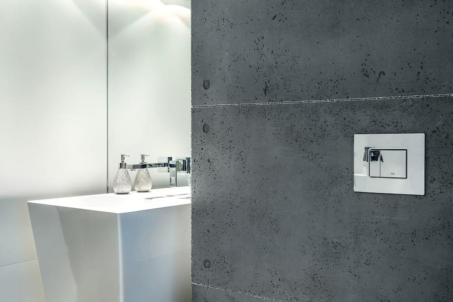 łazienka wykończona betonem