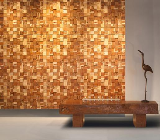 Ściana wyłożona drewnianą kostką