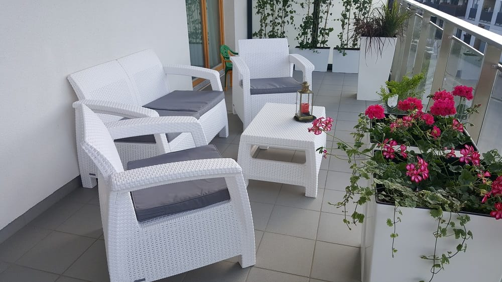 Zestaw Corfu Set w kolorze białym z ciekawymi dodatkami dobranymi przez panią Iwonę.