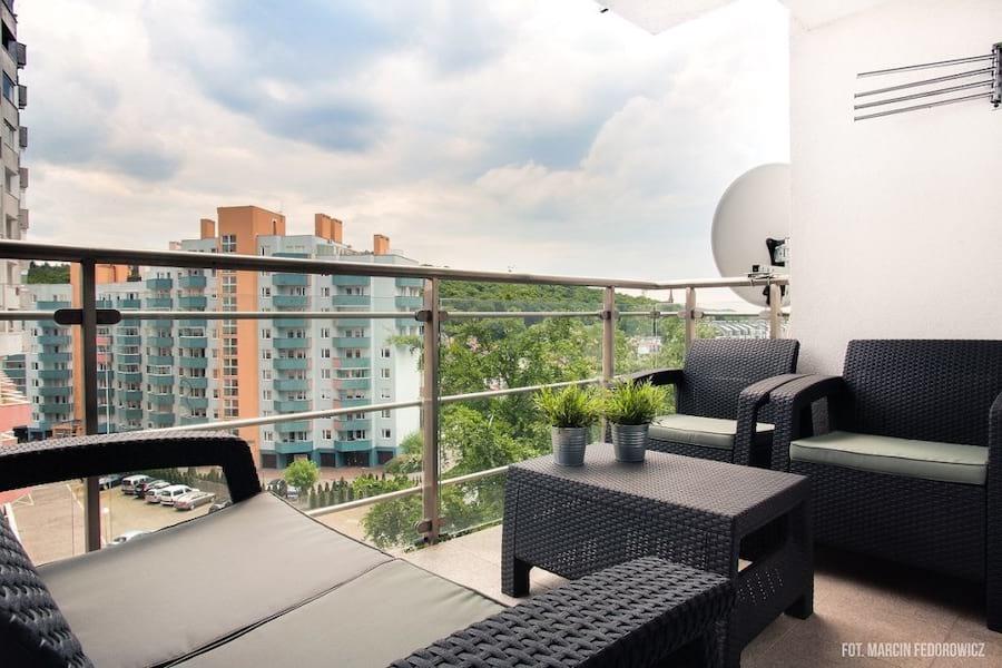 Zestaw Corfu Set na balkonie