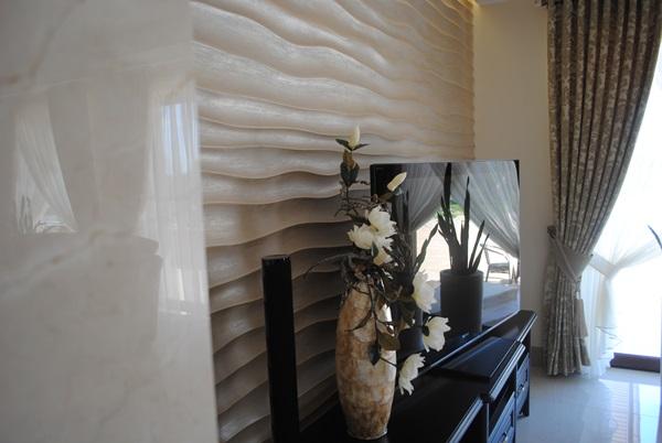 Panele 3D na ścianę wykorzystane do aranżacji ściany za telewizorem.