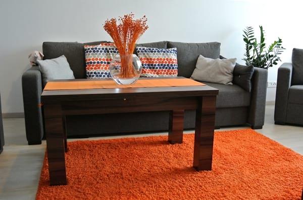 Salon pani Katarzyny z drewnopodobną ławą Arizona