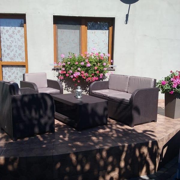 Meble Modena Lounge Set w ogrodzie pani Bernadetty