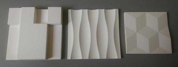 trzy panele obok siebie: gipsowy, z mdf i piankowy. Z białym wykończeniem wyglądają tak samo.
