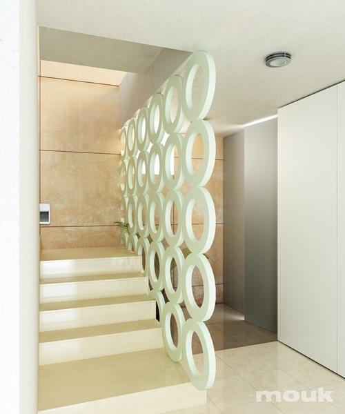 Panele ażurowe mouk wykorzystane jako balustrada schodów.