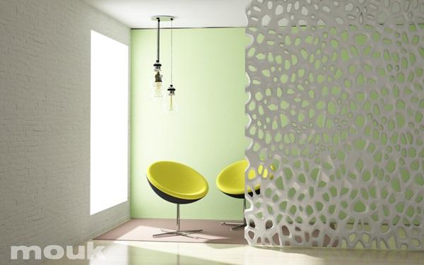Dekoracja z paneli ażurowych mdf mouk tworząca ściankę działową.