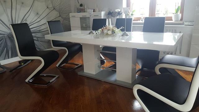 Stół Linosa 2 w jasnym salonie