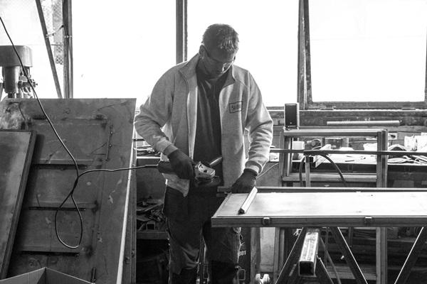 Rzemieślnik SLABB podczas pracy.
