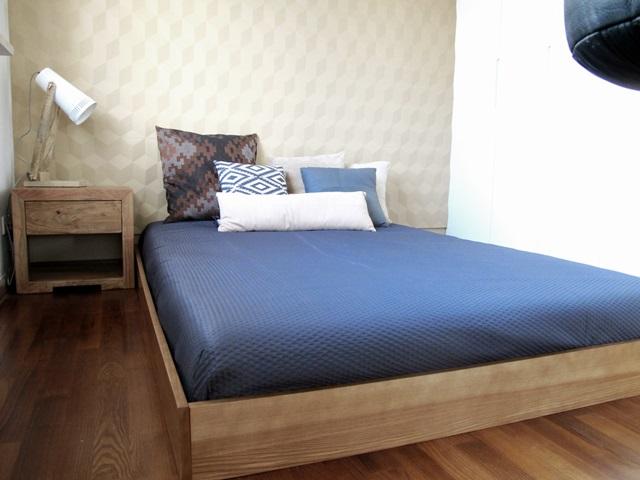 Sypialnia wykończona panelami piankowymi VIA Panels model cube