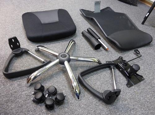 Poszczególne części do montażu fotela biurowego Hit.