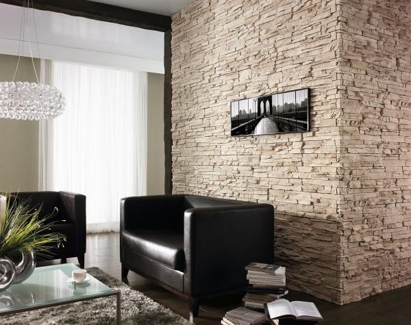 Ściana z kamienia w salonie Vermont Biege Incana Stone ozdobiona obrazem.