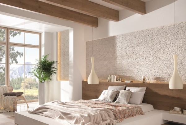 Kamień na ścianie w sypialni Sierra Arctic Incana Decor umieszczony nad łóżkiem.