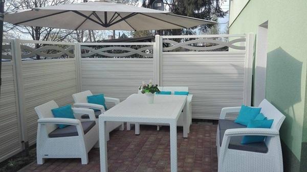 Białe meble ogrodowe Corfu Fiesta w uroczej aranżacji pani Ewy