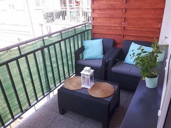 Grafitowe meble ogrodowe Corfu Weekend na przytulnym balkonie pani Marty