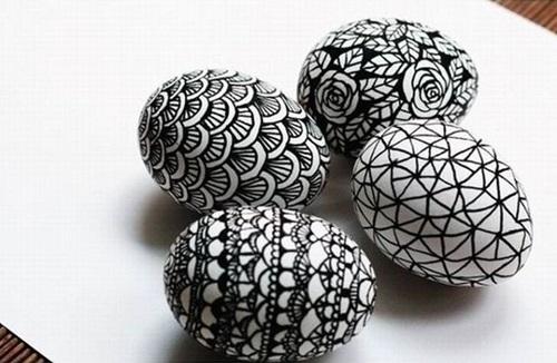 Wielkanocne pisanki w biało-czarnym wydaniu.