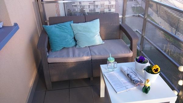 Sofa Corfu Love Seat w pięknej wiosennej aranżacji pani Joanny