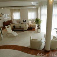 Przytulne minimalistyczne wnętrze Joanny Wysockiej z DobrzeMieszkaj
