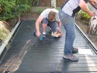 Montaż podłogi domku Keter Oakland