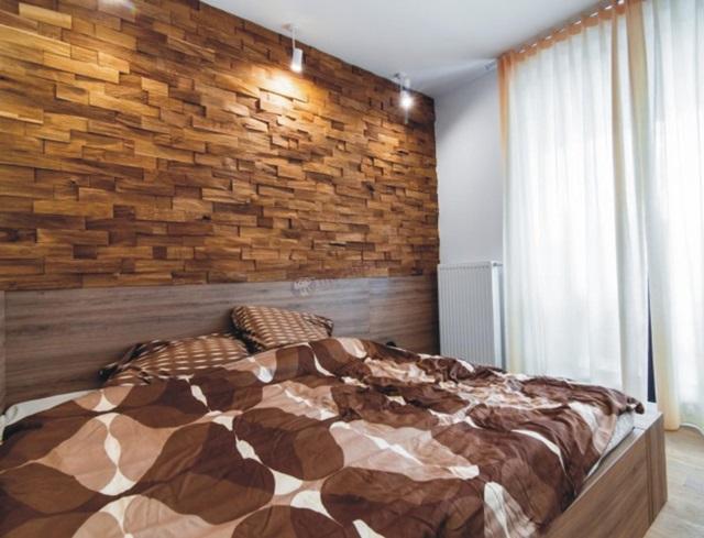 Sypialnia wykończona drewnianymi panelami Natural Wood Panels
