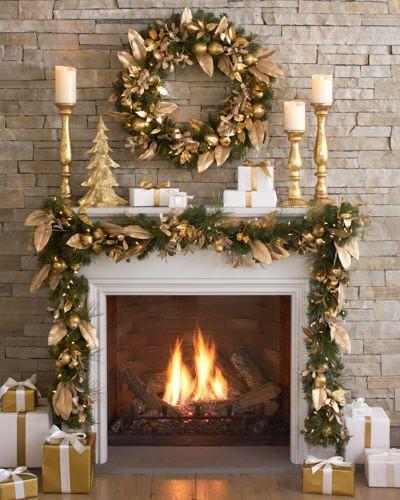 Świąteczne dekoracje kominka w złocie, zieleni i bieli.