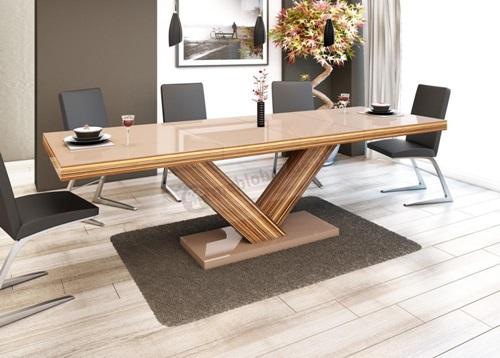 Jak urządzić jadalnię - pomysł na aranżację ze stołem na wysoki połysk