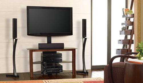 Kącik telewizyjny w salonie z szafką