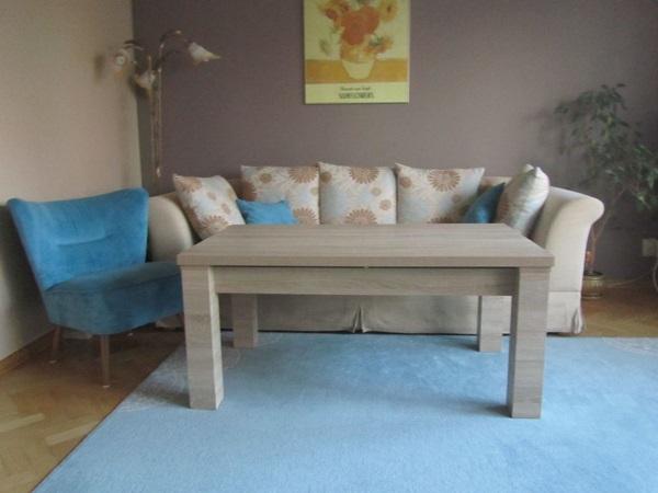 Pokój dzienny klasyczny aranżacje z ławostołami