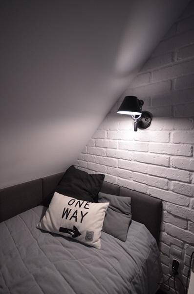 Płytki ceglane na ścianę białe w aranżacji pokoju młodzieżowego