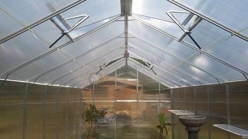 Szklarnie ogrodowe Gampre wyposażone są w automatyczne świetliki