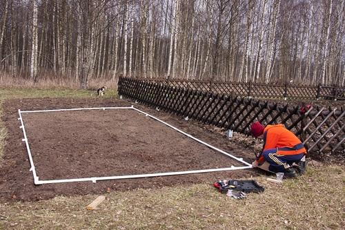 Przygotowanie gruntu pod tunele foliowe