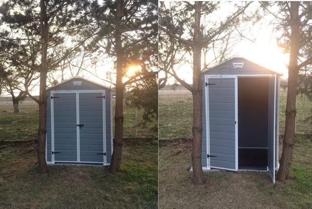 Gotowy domek ogrodowy Keter Manor 6x5 ustawiony na miejscu docelowym