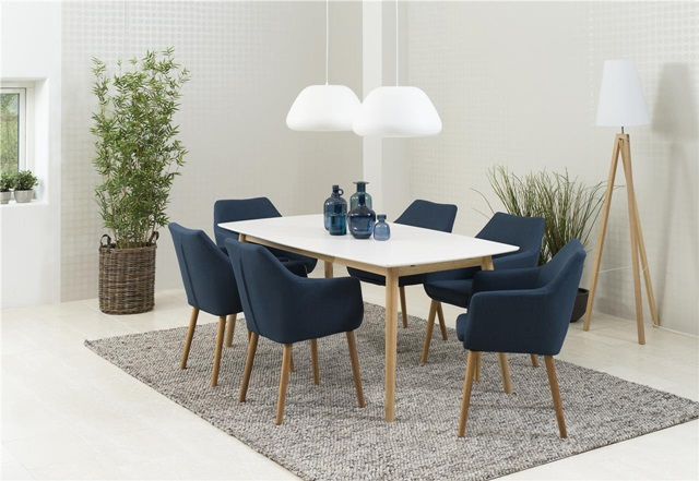 Skandynawski stół do jadalni z krzesłam
