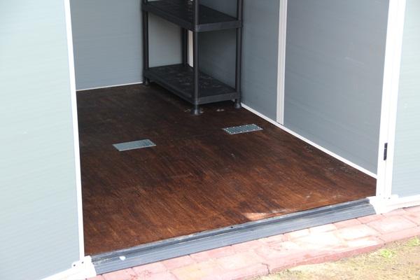 Wzmocnienie podłogi domku Keter Manor 6x8 z pomocą sklejki