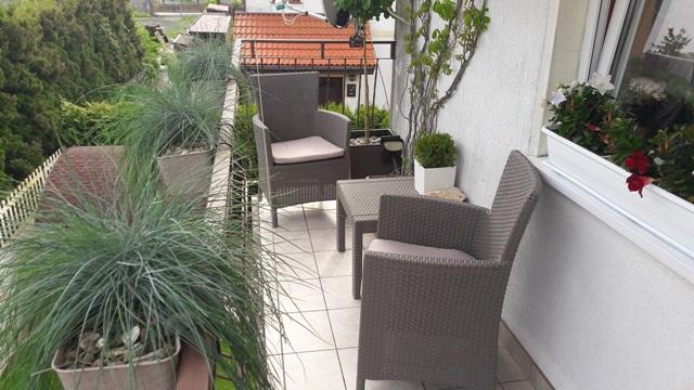 Mały balkon w bloku z meblami Rosario Set