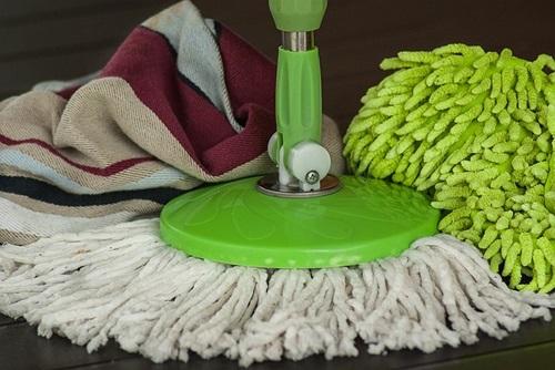 przechowywanie środków i urządzeń do sprzątania