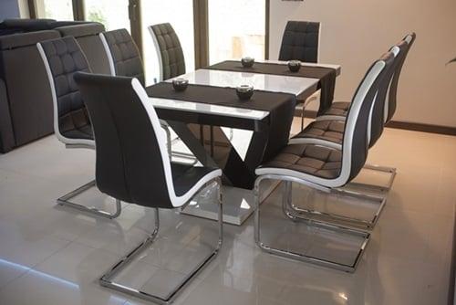 wnętrze w stylu nowoczesnym ze stołem Hubertus