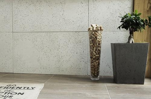 Ściana udekorowana betonem architektonicznym SLABB
