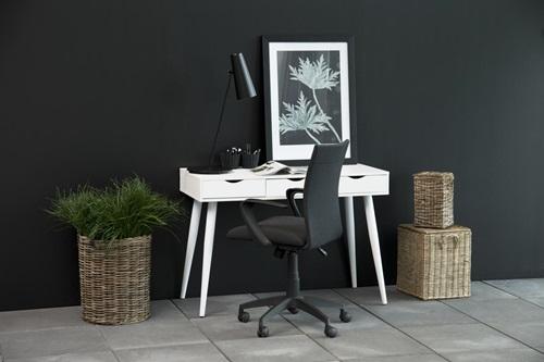 Actona Neptun białe biurko z szufladami w stylu skandynawskim